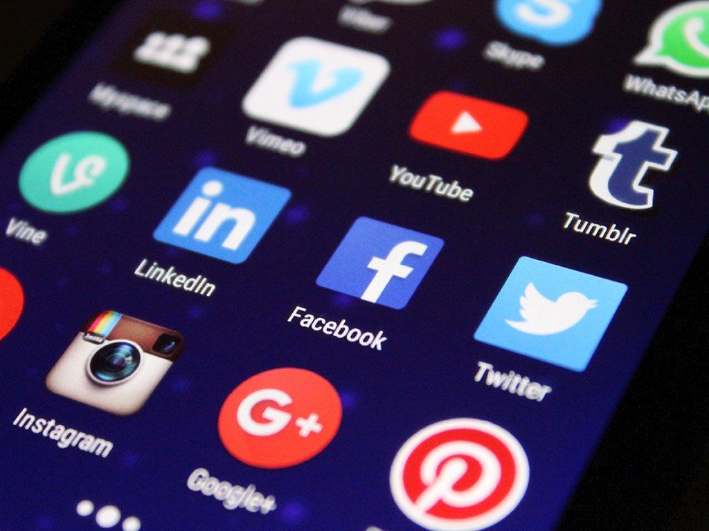 mcs-group-reklama-google-vs-facebook